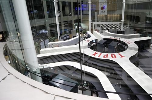 Bên trong Sàn giao dịch chứng khoán Tokyo (Nhật). Ảnh: Bloomberg