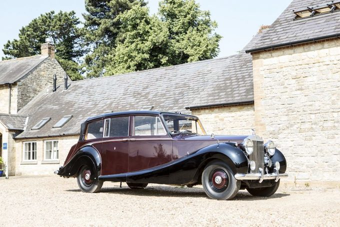 Hoàng gia Anh rao phân phối 8 chiếc hãng Rolls-Royce
