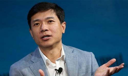 CEO Baidu - Robin Li phát biểu trong 1 sự kiện. Ảnh: Reuters