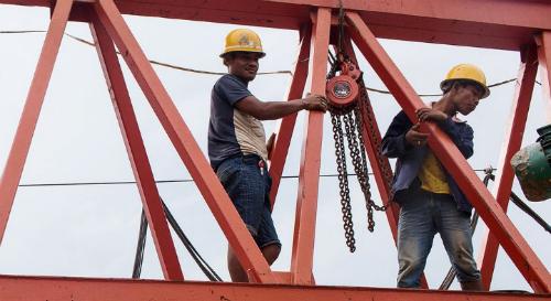 Xây dựng phân khúc vốn mạnh là chìa khóa giải quyết bài toán vốn cho nhu cầu về cơ sở hạ tầng. Ảnh: Bloomberg