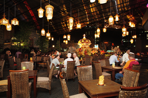 địa chỉ vui chơi - ẩm thực thân quen của những thương nhân, du khách từng biết đến lịch sử nơi này.