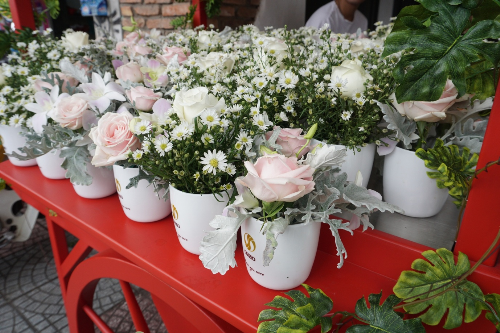 OSSSO Boutique - Không gian cafe kết hợp hoa tươi và quà tặng - 2
