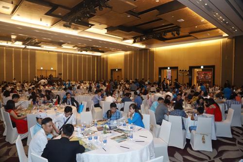 Đông đảo KH đến tham dự sự kiện.