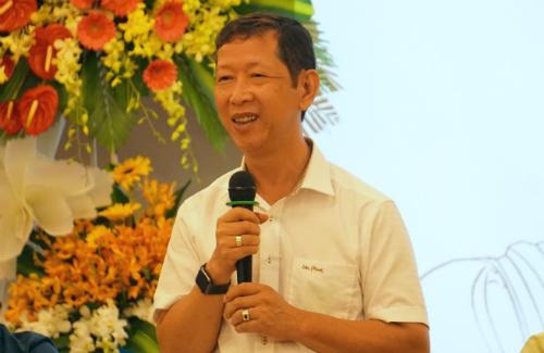 Ông Trần Vũ Lê than vừa bị cháy 1 xưởng mất vài trăm tỷ đồng nay lại không có nguyên liệu sản xuất. Ảnh: Viễn Thông