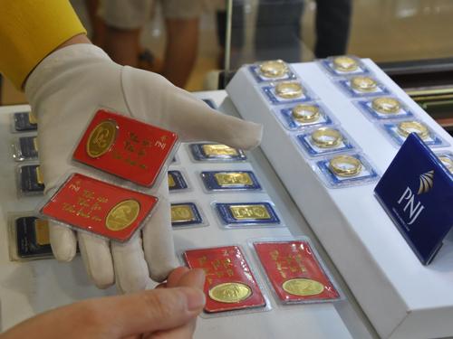 USD đứng yên, vàng trong nước giảm nhẹ