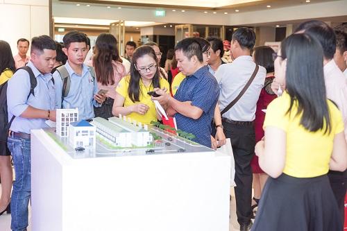 Khách hàng trải nghiệm loạt ứng dụng nhà thông minh của Điện Quang trong buổi công bố diễn ra vào đầu thàng 8.