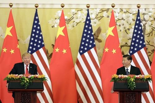 Ông Trump và ông Tập trong 1 cuộc họp báo ở Bắc Kinh năm ngoái. Ảnh: Bloomberg