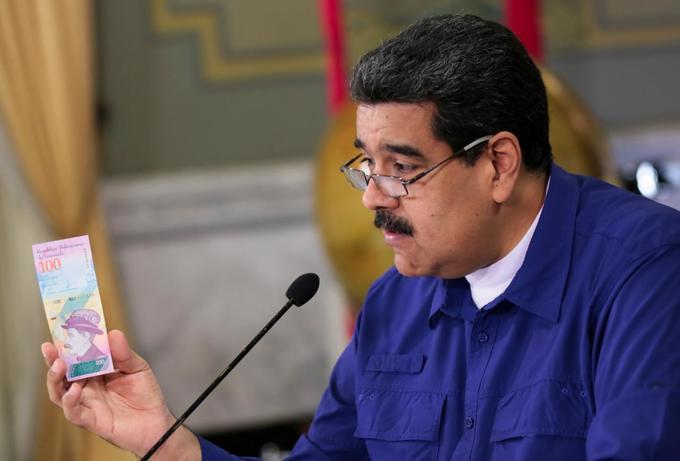 ca-chong-tien-moi-mua-noi-cuon-giay-ve-sinh-o-venezuela