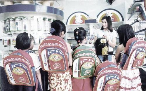 Hình ảnh bút mực, bút bi cộng compa, thước kẻ Thiên Long ngày xưa. Ảnh: Nguyễn Hữu Anh Tuấn.