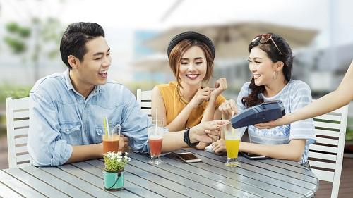 Chủ thẻ tín dụng VIB được ưu đãi giảm giá lên đến 50% ở hàng trăm cửa hàng của 1 số đối tác kinh doanh ẩm thực, thời trang, du lịch...