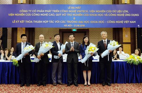 Trong khuôn khổ lễ ký kết thỏa thuận hợp tác có các trường đại học khoa học - công nghệ Việt Nam vào ngày 21/8, Tập đoàn Vingroup đã chính thức công bố Công ty Phát triển Công nghệ VinTech, Viện Nghiên cứu Dữ liệu lớn, Viện Nghiên cứu Công nghệ cao và Quỹ Hỗ trợ Nghiên cứu Khoa học - Công nghệ Ứng dụng.