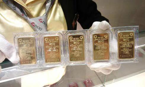 Giá vàng miếng tiếp tục đi lên, USD giảm