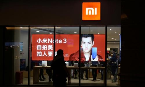 Bên ngoài 1 cửa hàng của Xiaomi ở Bắc Kinh (Trung Quốc). Ảnh: Reuters