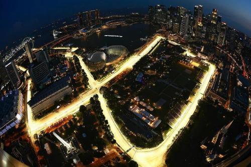 Cung các con phố đua xe F1 năm 2017 (phần các con phố được thắp sáng) tọa lại ở vịnh Marina của Singapore. Ảnh: Straits Times.