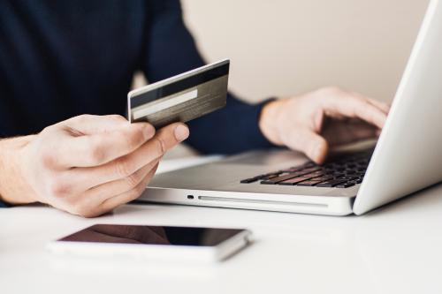 Chủ thẻ tín dụng quốc tế LienVietPostBank MasterCard được hưởng ưu đãi lên đến hơn 15% khi mua sắm trên Shopee.