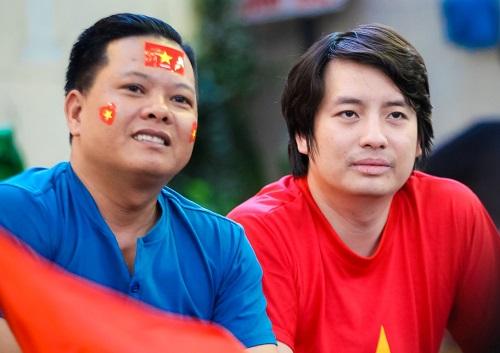 Doanh nghiệp khóa chi hàng trăm triệu đi Indonesia cổ vũ Việt Nam tranh giải ba
