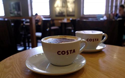 Bên trong một cửa hàng cà phê Costa tạiLoughborough, Anh. Ảnh: Reuters