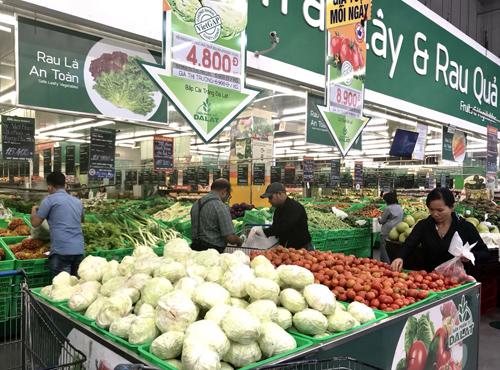 Hàng nghìn mặt hàng giảm giá đến 50% ở trung tâm thương mại MM.