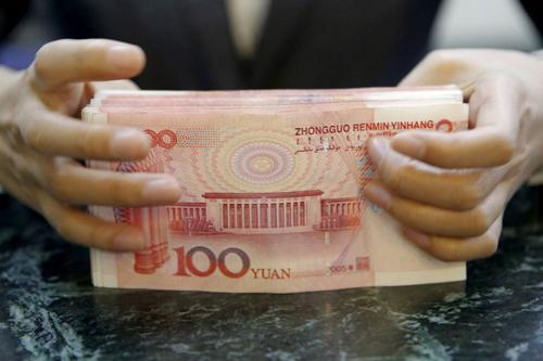 Một số đối tượng tham gia hoạt động thương mại biên giới được thanh toán bằng nhân dân tệ. Ảnh: Reuters.
