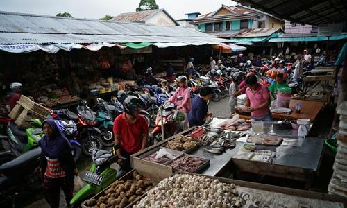 Một khu chợ ở Tây kalimantan (Indonesia). Ảnh: Bloomberg