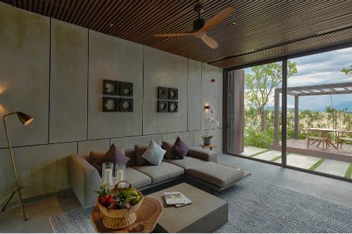 Khách tham quan có thể chiêm ngưỡng kiến trúc, cảnh quan mang hơi thở miền nhiệt đới trong lành của X2 Hội An.