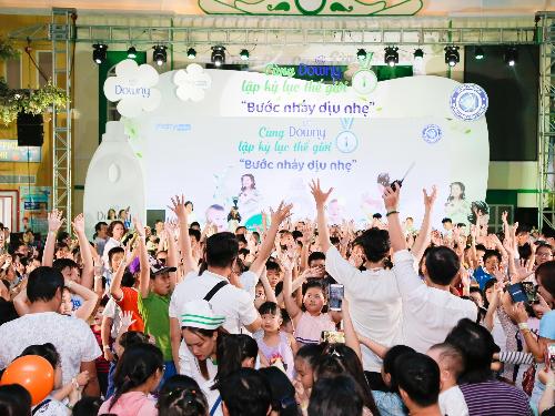 2.000 trẻ em tham dự lập kỷ lục địa cầu - 1