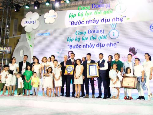 2.000 trẻ em tham dự lập kỷ lục địa cầu