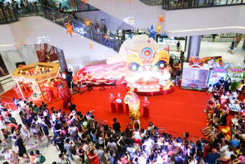 Ngay từ khi bắt đầu diễn ra (30/8), sự kiện lôi kéo rất đông phụ huynh và các em nhỏ đến trải nghiệm. Nhiều gia đình đã đi quãng các con phố khá xa đến có Aeon Mall Long Biên để tham dự các làm việc thú vị và bổ ích.