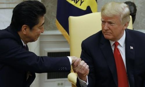 Thủ tướng Nhật - Shinzo Abe và Tổng thống Mỹ - Donald Trump ở Nhà Trắng. Ảnh: AFP