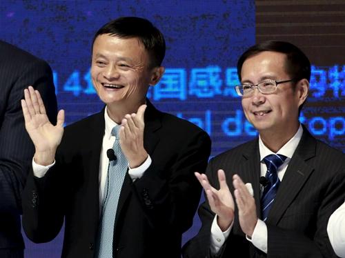 Jack Ma và Daniel Zhang trong 1 sự kiện của Alibaba năm 2015. Ảnh: Reuters