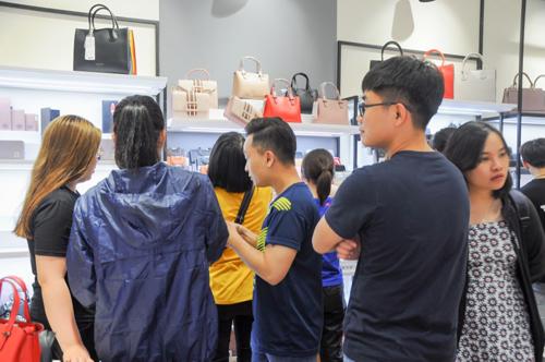 Hàng trăm khách mua sắm trong ngày đầu khai trương Tucano