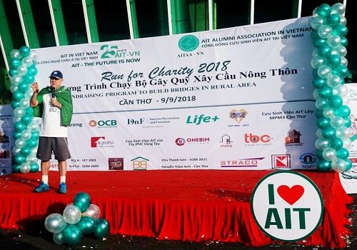 Chương trình là 1 trong những làm việc kỷ niệm 25 năm thành lập AIT-VN. Tiến sĩ Fredrick W.Swierzeck - đại diện AIT-VN khuyến khích mọi người tăng cường, luyện tập thể thao để sống khỏe, sống thọ. Ảnh: AIT-VN