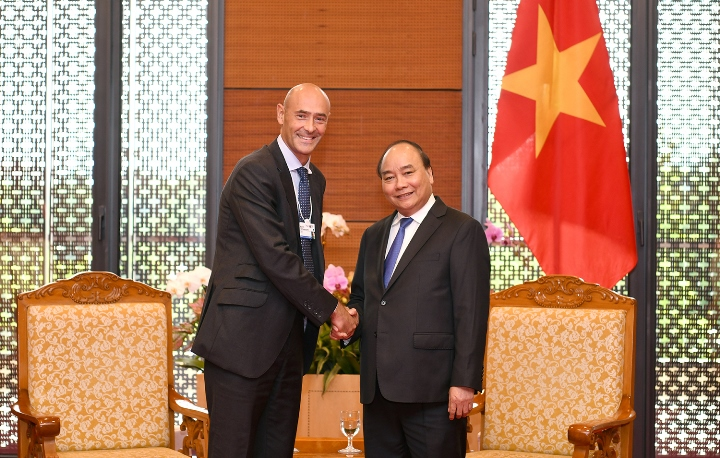 Thủ tướng Nguyễn Xuân Phúc tiếp ông Karim Temsamani, Chủ tịch Điều hành châu Á-Thái Bình Dương của Google. Ảnh: VGP