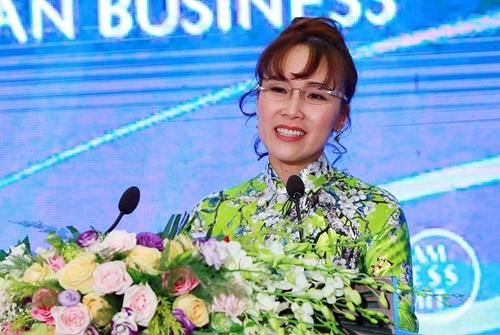 CEO VietJet - Nguyễn Thị Phương Thảo tại Hội nghị Thượng đỉnh Kinh doanh Việt Nam. Ảnh: Giang Huy