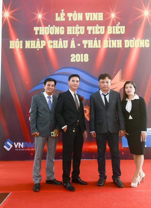 Ban lãnh đạo công ty trong buổi lễ tôn vinh thương hiệu.