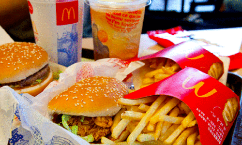 """Lý do McDonald""""s, Burger King """"chật vật"""" tại Việt Nam"""
