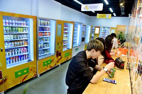Doanh nghiệp Việt giành thị phần bán lẻ bằng máy bán hàng tự động