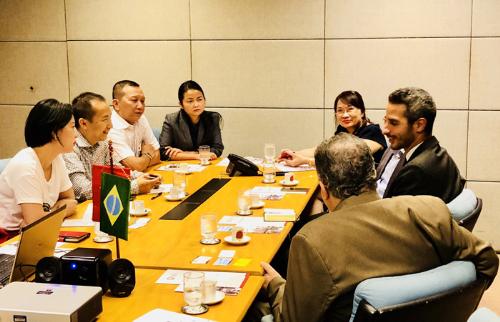 Khách hàng SME VietinBank trao đổi cơ hội đầu tư cùng Thương vụ Sao Paulo.