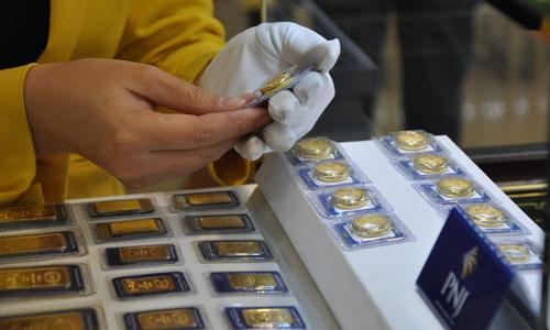Giá vàng miếng giảm ngược chiều thế giới