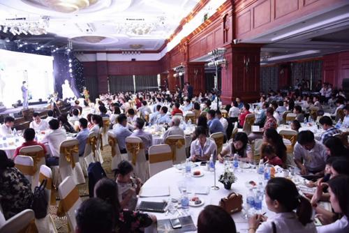 Hàng trăm khách dự mở bán dự án Hateco Laroma