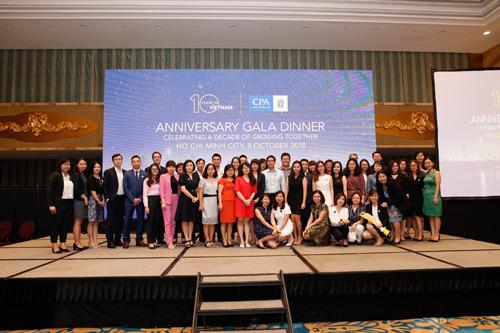 Tại lễ kỷ niệm, ông Andrew Hunter đã trao chứng chỉ cho 95 tân hội viên FCPA và CPA tại TP HCMvà Hà Nội.