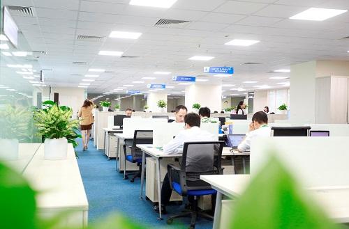 Hơn 1.000 cán bộ nhân viên Bamboo Airways triển khai các công đoạn cuối cùng tạikhu Văn phòng rộng hơn 1.200 m2 ở khu Ngoại giao đoàn trên đường Võ Chí Công và văn phòng khu vực miền Nam tại SASCO. Ảnh: Bamboo Airways