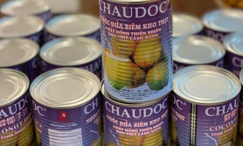 """Nước dừa """"Châu Đốc"""" của Thái Lan bán đầy chợ Việt tại Mỹ"""