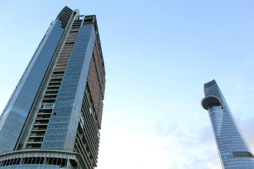 Dựa vào Nghị quyết 42, các ngân hàng đang đẩy mạnh thu giữ tài sản đảm bảo, trong đó cao ốc Sài Gòn One Tower cũng là một trường hợp. Ảnh: Sơn Hòa.