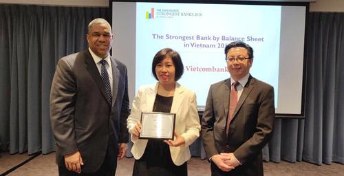ngân hàng cân đối tài chính mạnh nhất