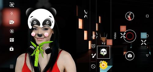 Điểm nổi bật của Nokia 6.1 Plus là tính năng chụp hình Dual-Sight cùng Bothie, người dùng có thể sử dụng cùng lúc hai camera trước và sau trong cùng một khung hình.