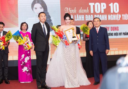Tổng Giám Đốc Cao Thị Thùy Dung được vinh danhTop 10 Doanh nhântiêu biểu năm 2018.
