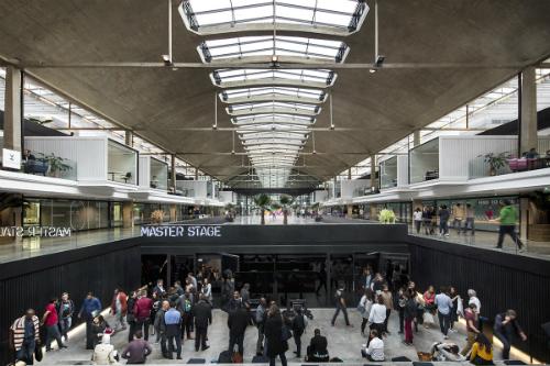 Một góctrong vườn ươm khởi nghiệp lớn nhất thế giới ở Paris. Ảnh: Station F