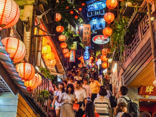 Một góc thành phố Đài Bắc, Đài Loan. Ảnh: weniliou/Shutterstock