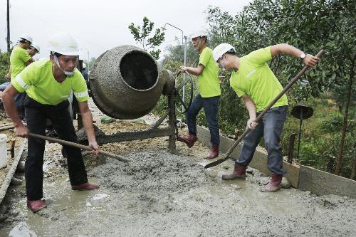 Đồng Lâm tài trợ 2.100 tấn xi măng xây dựng giao thông nông thôn Huế